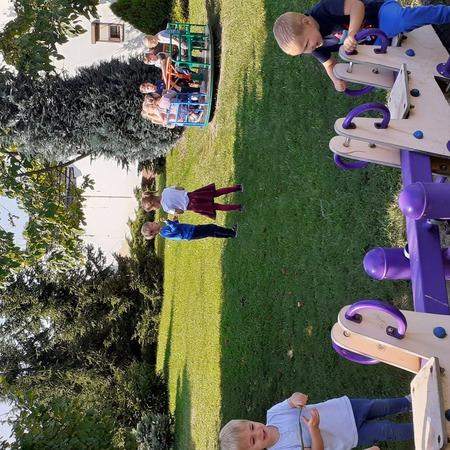Galeria Spacer i zabawy w ogrodzie